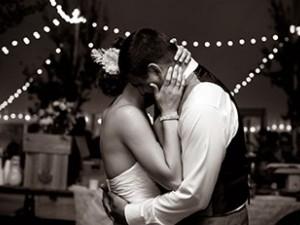 Elegir un primer baile y seleccionar canciones para tu boda