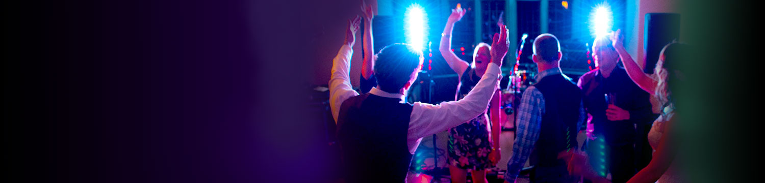 6 reasons why everyone should hire live musicians for their wedding