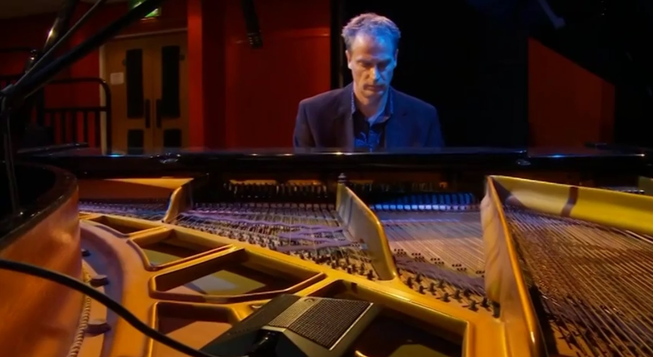 Video Simon James Pianist Cornwall