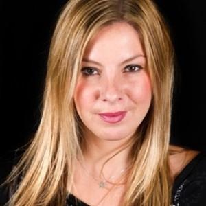 Hannah L Solo Singer Surrey