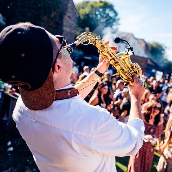 Twisted Sax Saxophonist Kent
