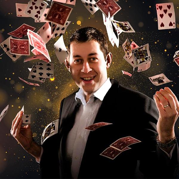 Alex Sharp Close Up Magician Nottinghamshire