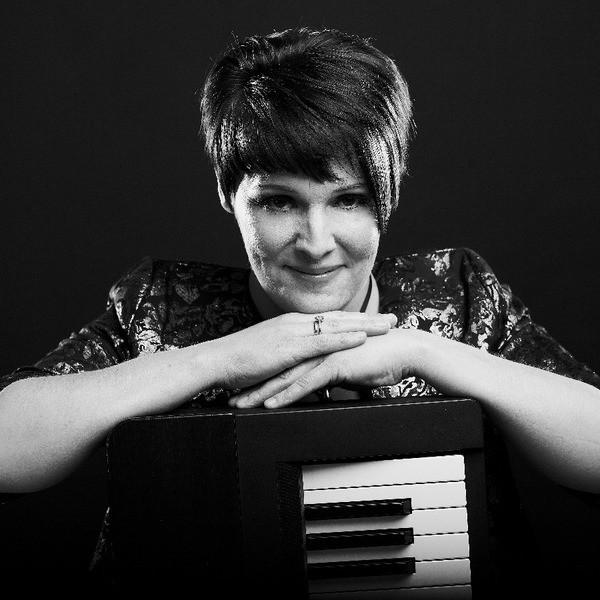 Anita B Vocal Pianist Northamptonshire