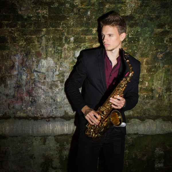 Dan Plays Sax Saxophonist London