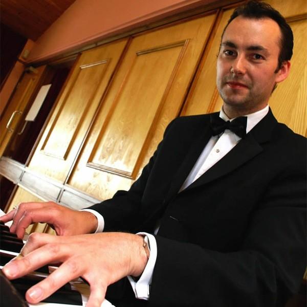 Edmond Oakley Pianist Merseyside