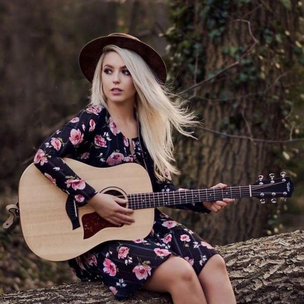 Georgia Grace Singer Guitarist Lancashire