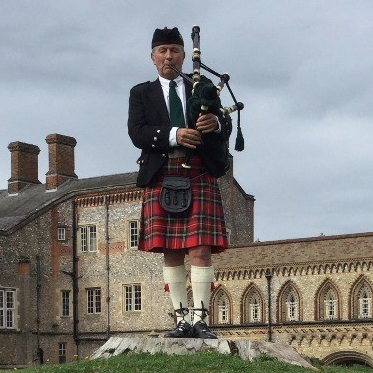 Bagpiper Dave Brooks  London