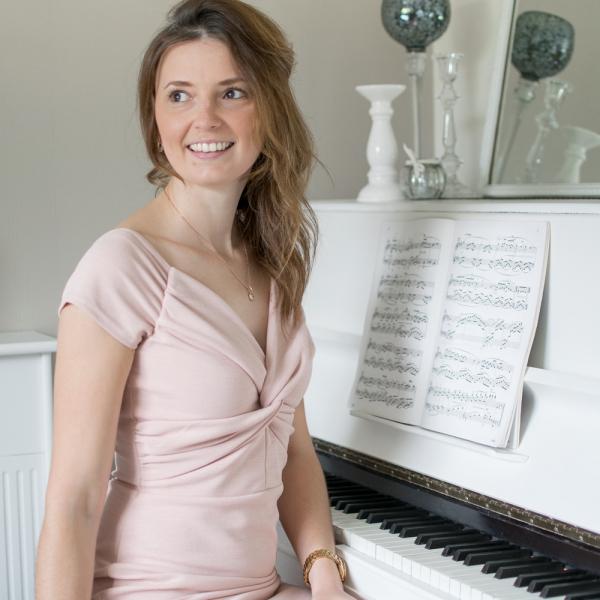 Hannah Ruth Pianist Vale of Glamorgan