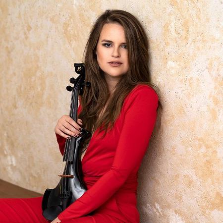 Hollie Violinist Electric Violinist Hampshire
