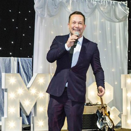 James Sings Versatile Solo Singer / Rat Pack to Modern Pop Lancashire