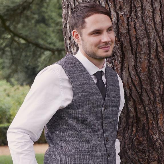 Jon Andrews Singer/Pianist London