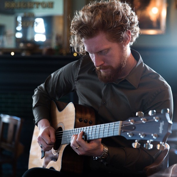 Kris Solo Classical Guitarist London