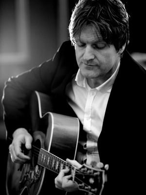 Levi Solo Singer Guitarist West Midlands