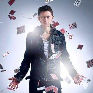 Luca Valentino Close Up Magician Staffordshire