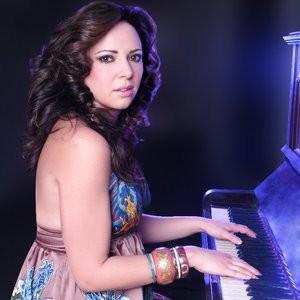 Maria Clarke Solo Singer/Pianist. Cheshire