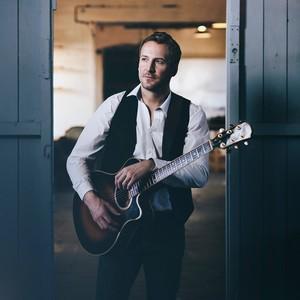 Owen H Solo Singer/ Guitarist Staffordshire