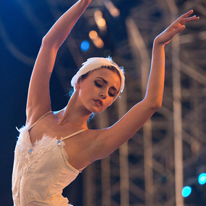 Swan Lake Ballerinas Dancer London