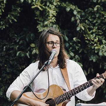 Oliver Archer Singer Guitarist London
