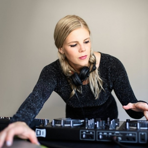 Laura Jayne Wedding DJ London