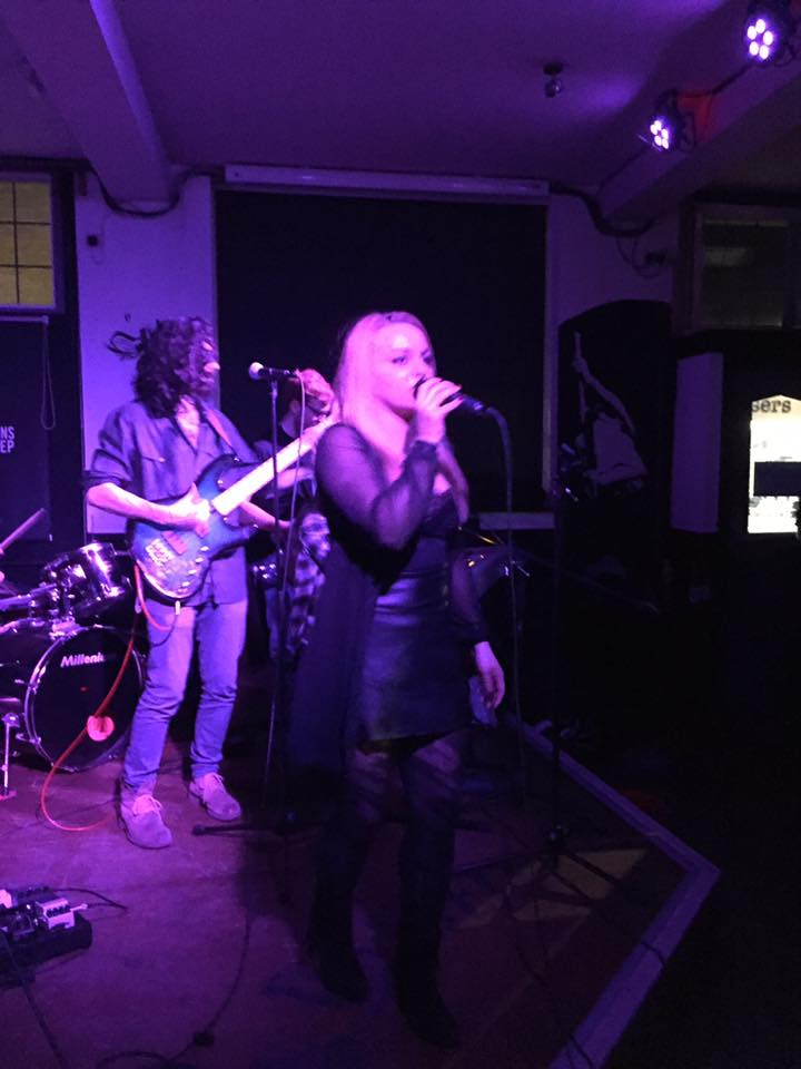 Party Dreams Rock And Pop Function Band London Alive