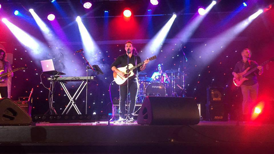 Promo Alex T Solo Singer / Guitarist London