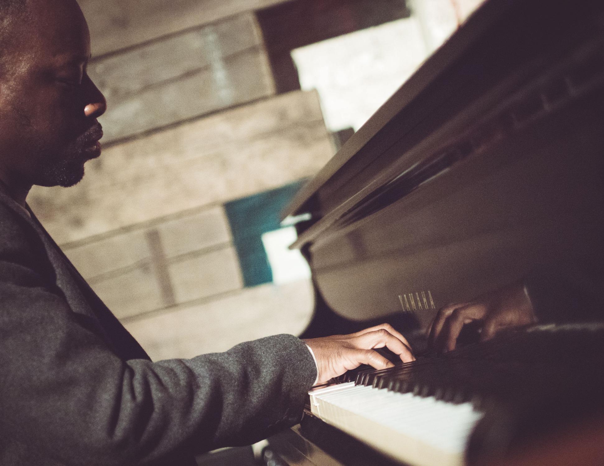 Promo James Nicholas Singer / Pianist Bedfordshire
