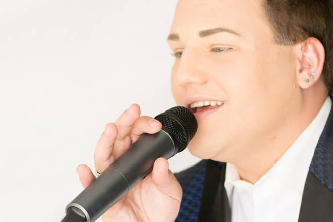 Promo Andrew Silks Solo Singer With Tracks Surrey
