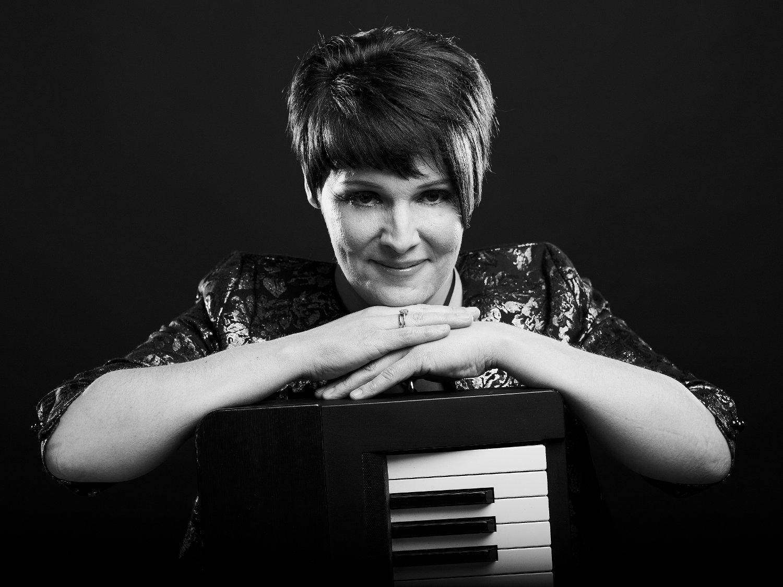 Promo Anita B Vocal Pianist Northamptonshire
