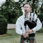 Promo Britains South East Bagpiper  London