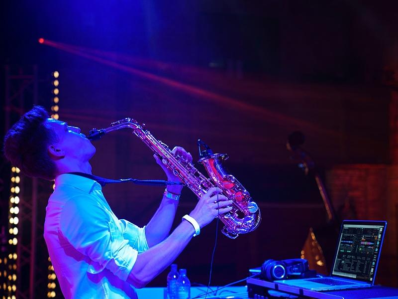 Promo Dan Plays Sax Saxophonist London