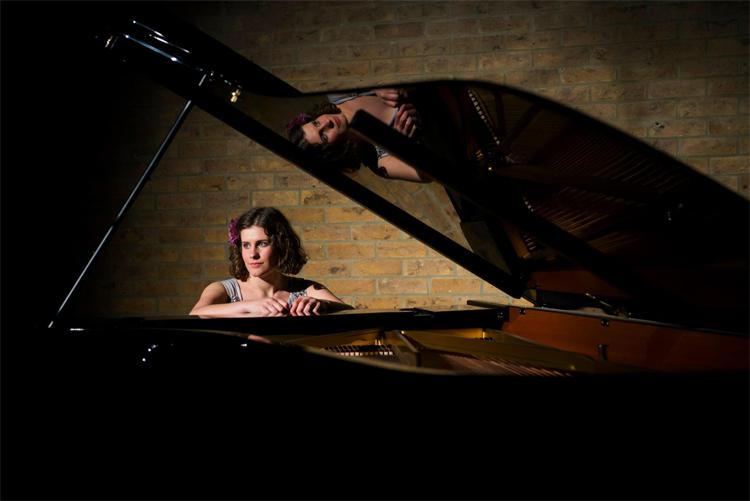 Promo Hannah Daisy Singer-Pianist Oxfordshire