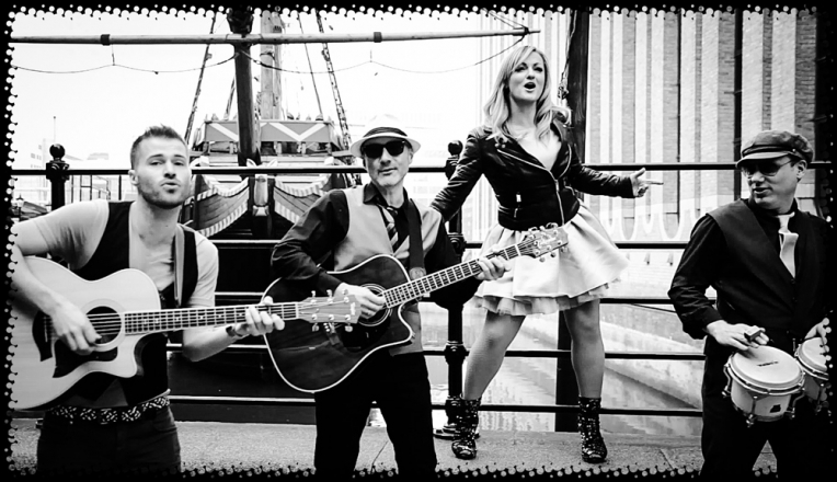 Promo Holly And The Heels Roaming Acoustic Band Bedfordshire