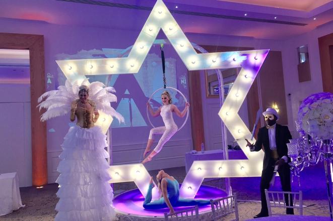 Promo LED Giant Star Christmas Entertainer Kent