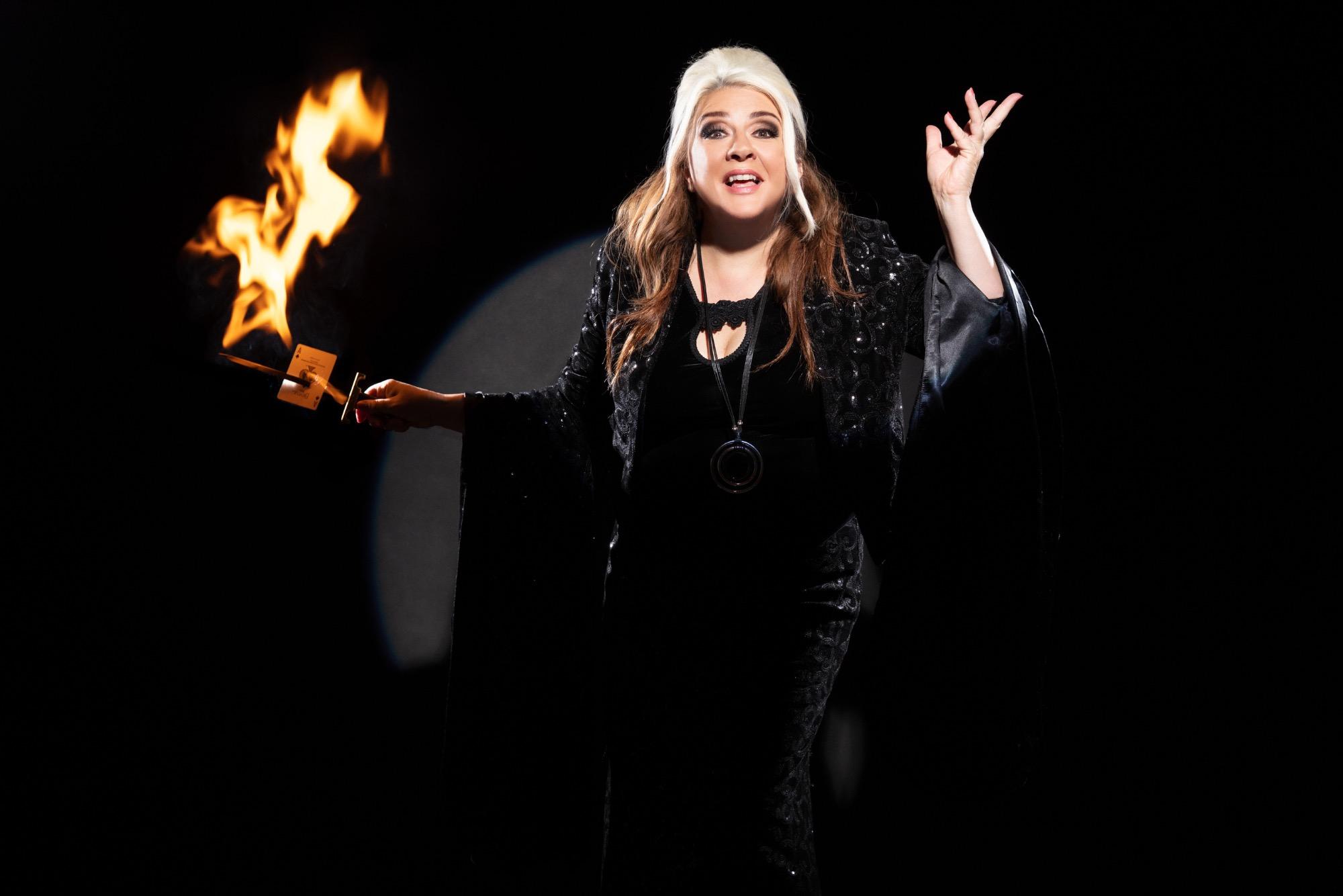 Promo Mandy Muden Magician London