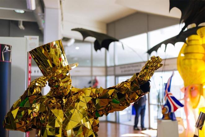 Promo Mirror People Costume Character Kent