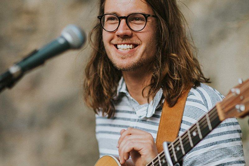 Promo Oliver Archer Singer Guitarist London