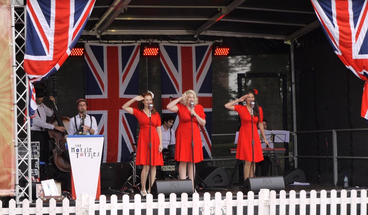 Promo The Victory Rolls Vintage Trio London