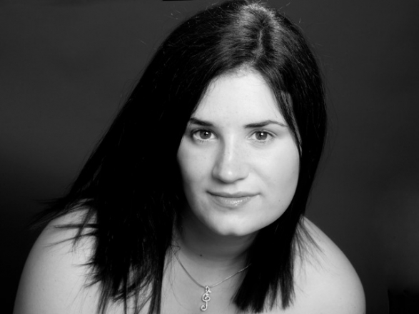 Promo Grace Note Soprano Singer With Pianist West Yorkshire