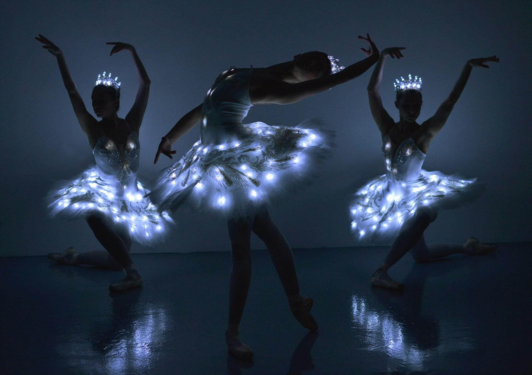 Promo LED Ballet Dancers  London