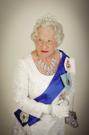 Promo HRH Queen Elizabeth II (Patricia Ford) Queen Elizabeth Look alike Staffordshire