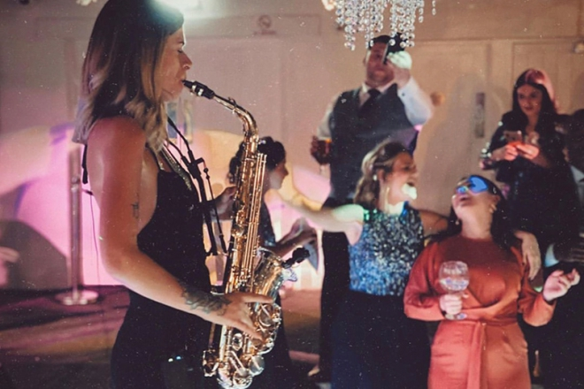 Promo Robyn Taylor Solo Singer and Saxophonist Kent