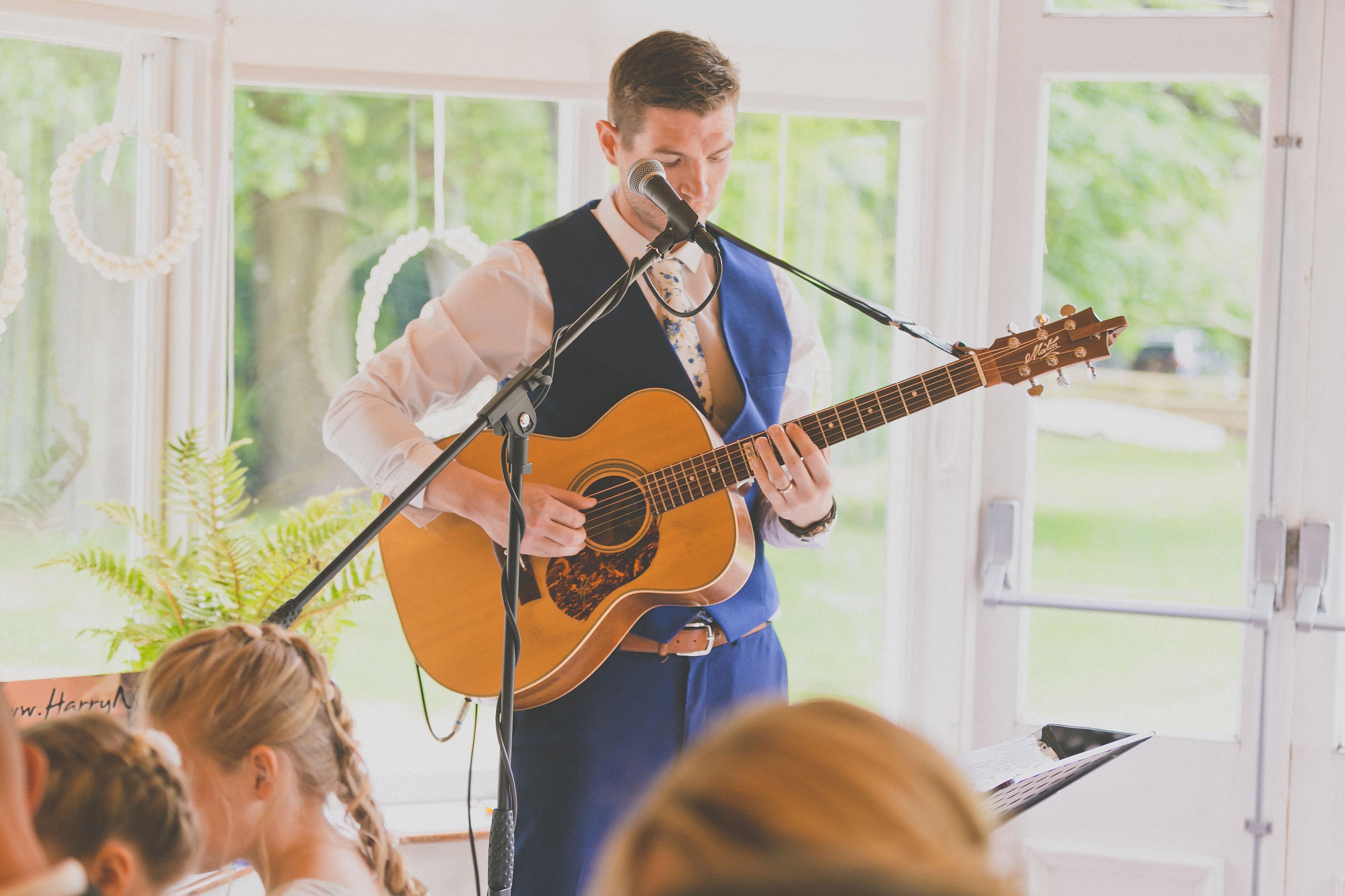 Promo Harry Benjamin Solo Singer/ Guitarist Dorset