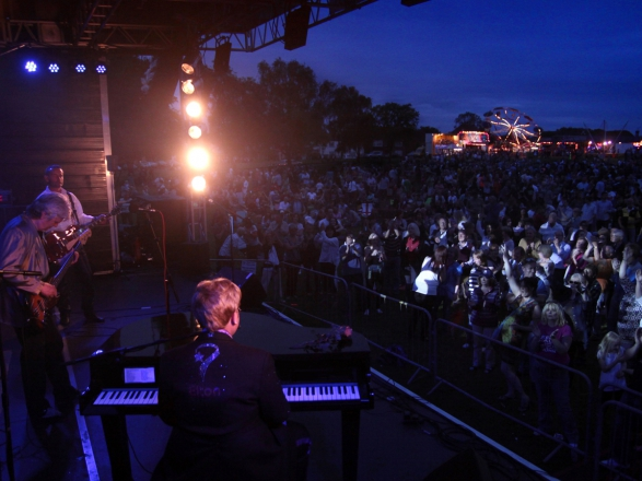 Promo Totally Elton Elton John Tribute Buckinghamshire