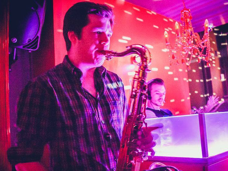 Promo Twisted Sax Saxophonist Kent