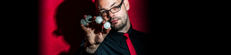 artists similar to close up magician craig