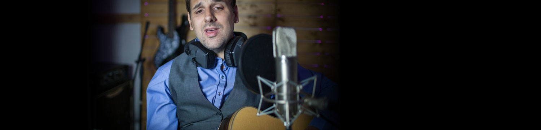 dean lands solo singer/guitarist staffordshire